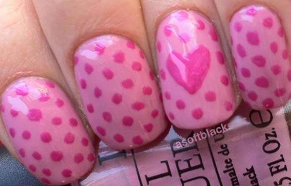 uñas decoradas color rosa con puntos