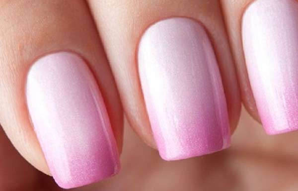 uñas decoradas color rosa con tonos