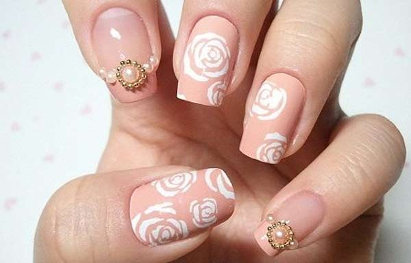 uñas decoradas color salmón rosas