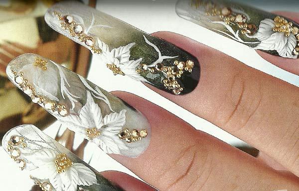 uñas acrílicas decoradas con piedras