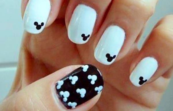 uñas decoradas blancas y negras