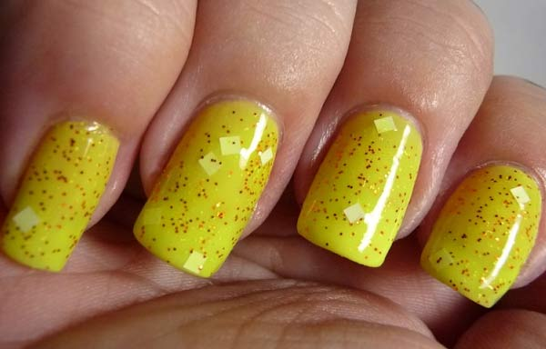 Uñas decoradas color amarillo acrilicas
