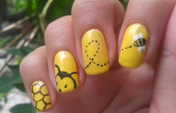 Uñas decoradas color amarillo huevo