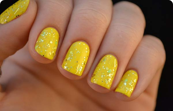 Uñas decoradas color amarillo limon