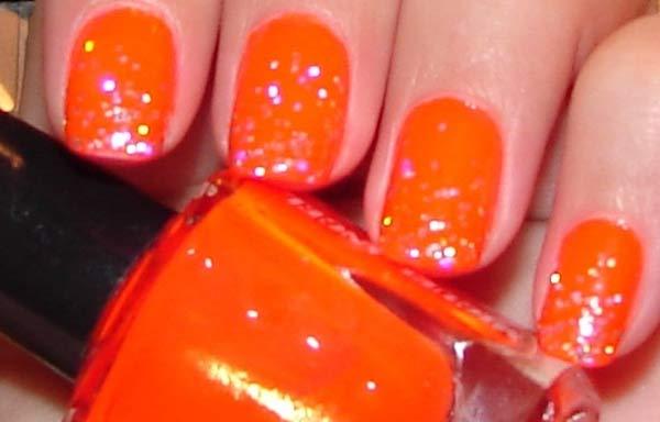 uñas decoradas color naranja fuerte