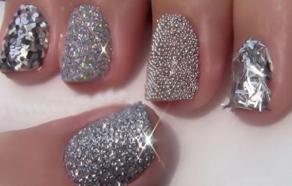 uñas decoradas color plata metálico