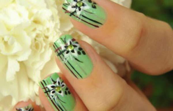 uñas decoradas color verde esmeralda
