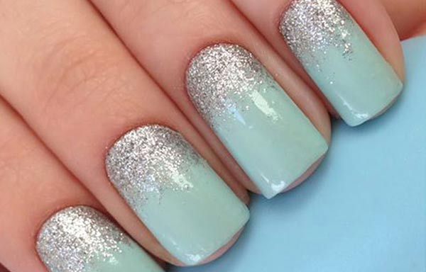 uñas decoradas verde menta plata