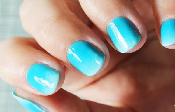 uñas cortas decoradas azules