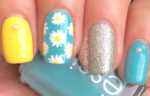 uñas decoradas con flores y petalos