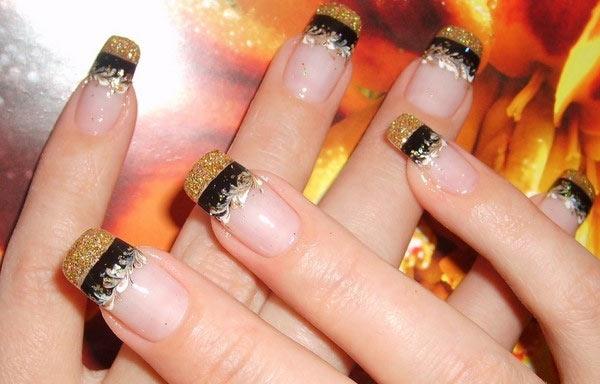 uñas de gel decoradas francesa con oro y negro