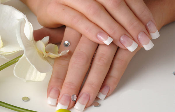 uñas de gel decoradas francesa