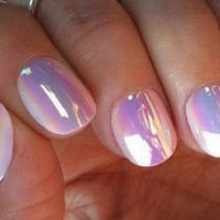 uñas decoradas con pegatinas