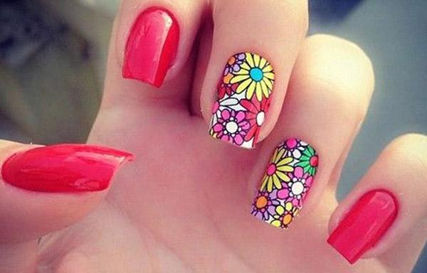 Uñas acrílicas decoradas de verano con flores