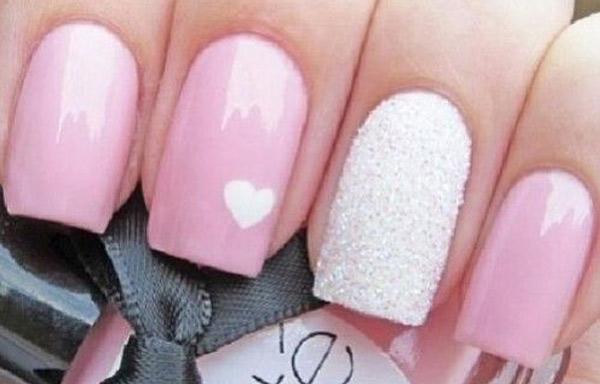 uñas preciosas decoradas de rosa
