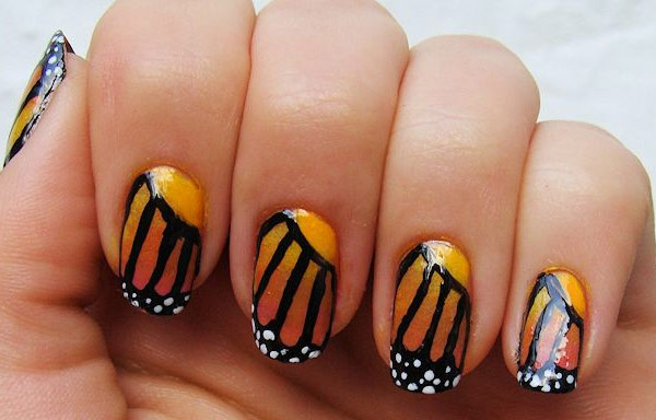 uñas decoradas con mariposas faciles