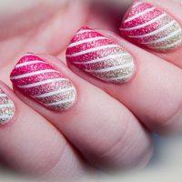 uñas decoradas con rayas