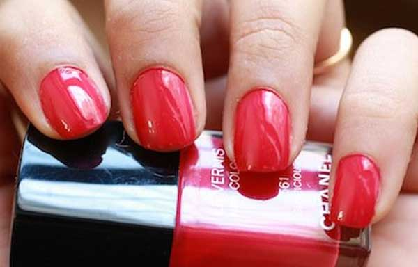 uñas decoradas color rojo brillante