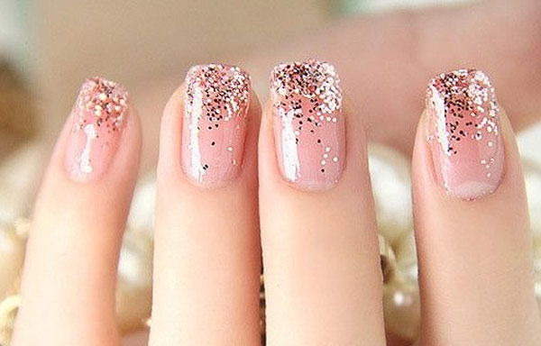 Uñas Decoradas Con Purpurina Sencillo Y Brillante