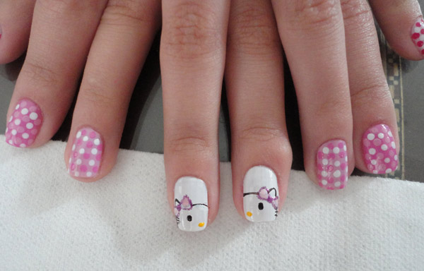unas-decoradas-hello-kitty-con-esmalte