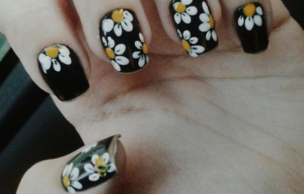 imagenes de uñas oscuras decoradas