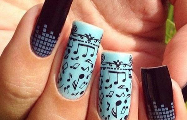 imagenes de uñas decoradas con placas