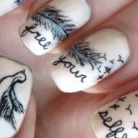 uñas decoradas con letras
